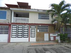Casa En Venta En Guatire, Country Club Buena Ventura, Venezuela, VE RAH: 16-4106