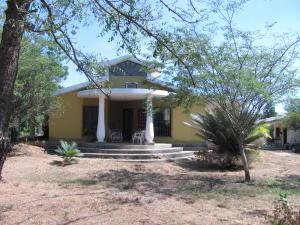 Casa En Venta En Valencia, Safari Country Club, Venezuela, VE RAH: 16-4111