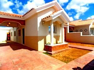 Casa En Alquiler En Punto Fijo, Casacoima, Venezuela, VE RAH: 16-4212