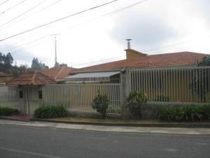 Casa En Venta En San Antonio De Los Altos, Club De Campo, Venezuela, VE RAH: 16-4241