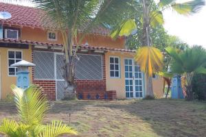 Apartamento En Venta En Tacarigua, Tacarigua, Venezuela, VE RAH: 16-4250