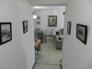 Apartamento En Venta En Caracas - Los Chaguaramos Código FLEX: 16-4260 No.9