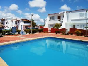 Apartamento En Venta En Margarita, Costa Azul, Venezuela, VE RAH: 16-4264