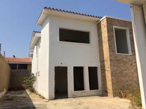 Casa En Venta En Municipio Naguanagua, Manongo, Venezuela, VE RAH: 16-4355