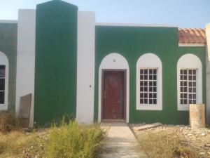Townhouse En Venta En Ciudad Ojeda, Calle Piar, Venezuela, VE RAH: 16-4587