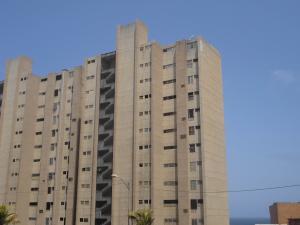Apartamento En Venta En Catia La Mar, Playa Grande, Venezuela, VE RAH: 16-4577