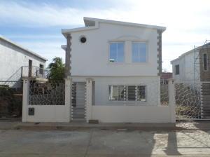 Casa En Venta En Coro, Av Los Medanos, Venezuela, VE RAH: 16-4498
