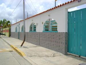 Casa En Venta En Chichiriviche, Playa Sur, Venezuela, VE RAH: 16-5922