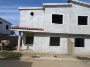 Casa En Venta En Coro, Av Josefa Camejo, Venezuela, VE RAH: 16-4529
