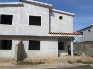 Casa En Venta En Coro, Av Los Medanos, Venezuela, VE RAH: 16-4530