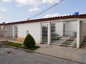 Casa En Venta En Cabudare, El Amanecer, Venezuela, VE RAH: 16-4545