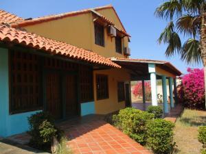 Casa En Venta En Municipio Diaz San Juan, San Juan Bautista, Venezuela, VE RAH: 16-4901