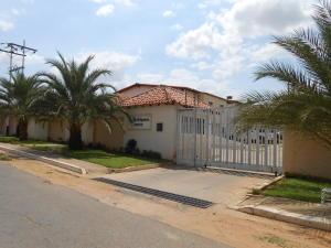 Townhouse En Venta En Valle La Pascua, La Esperanza, Venezuela, VE RAH: 15-10793