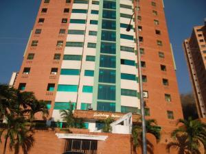 Apartamento En Venta En Valencia, Las Chimeneas, Venezuela, VE RAH: 16-4594