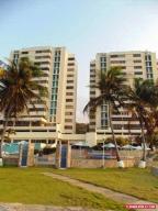 Apartamento En Venta En Catia La Mar, Playa Grande, Venezuela, VE RAH: 16-4633