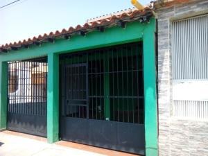 Casa En Venta En Valencia, Flor Amarillo, Venezuela, VE RAH: 16-4659
