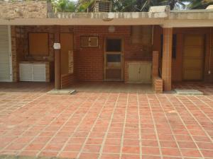 Casa En Venta En Tucacas, Tucacas, Venezuela, VE RAH: 16-4747