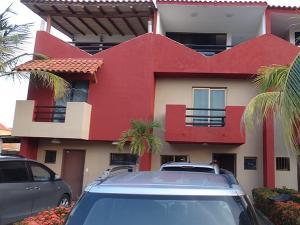 Townhouse En Venta En Higuerote, Puerto Encantado, Venezuela, VE RAH: 16-4774