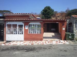 Casa En Venta En Cua, Santa Rosa, Venezuela, VE RAH: 16-4796