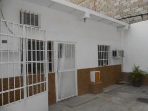Casa En Venta En Maracay, La Maracaya, Venezuela, VE RAH: 16-4820