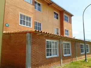 Apartamento En Venta En Guatire, Alto Grande, Venezuela, VE RAH: 16-4831