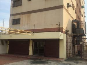 Local Comercial En Venta En Maracaibo, Avenida Falcon, Venezuela, VE RAH: 16-4888