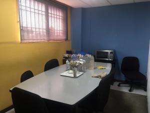 Local Comercial En Alquiler En Maracaibo, Avenida Falcon, Venezuela, VE RAH: 16-4889