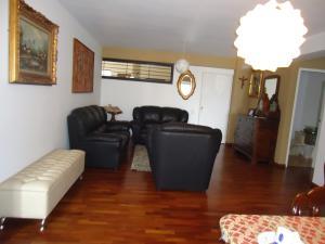En Venta En Caracas - Lomas de La Alameda Código FLEX: 16-4968 No.8