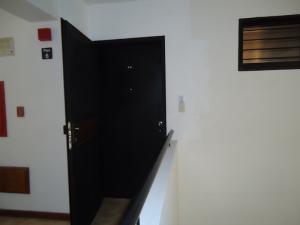 En Venta En Caracas - Lomas de La Alameda Código FLEX: 16-4968 No.2