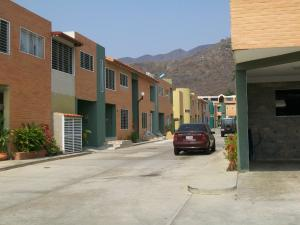 Townhouse En Venta En Municipio San Diego, La Esmeralda, Venezuela, VE RAH: 16-4994