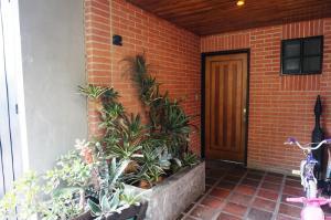 Townhouse En Venta En Caracas, Parque Oripoto, Venezuela, VE RAH: 16-5032