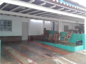 Townhouse En Venta En Margarita, Avenida Juan Bautista Arismendi, Venezuela, VE RAH: 16-5064