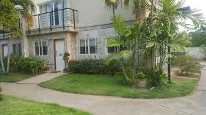 Townhouse En Venta En Maracaibo, Avenida El Milagro, Venezuela, VE RAH: 16-5098