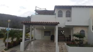 Townhouse En Venta En Margarita, Los Robles, Venezuela, VE RAH: 16-5113
