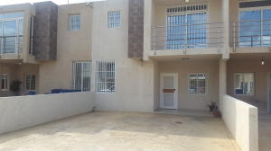Townhouse En Ventaen Punto Fijo, Casacoima, Venezuela, VE RAH: 16-5244