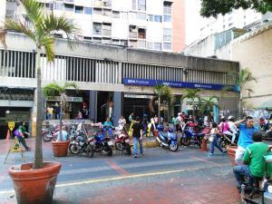 Local Comercial En Venta En Caracas, Parroquia La Candelaria, Venezuela, VE RAH: 16-5231