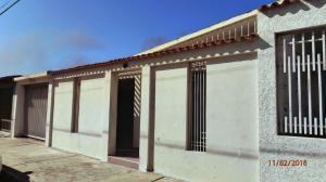 Casa En Venta En Punto Fijo, Antiguo Aeropuerto, Venezuela, VE RAH: 16-5254