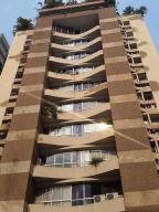 Apartamento En Venta En Valencia, El Bosque, Venezuela, VE RAH: 16-5297