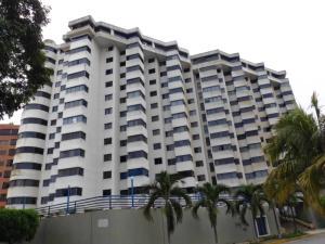Apartamento En Venta En Catia La Mar, Playa Grande, Venezuela, VE RAH: 16-5319
