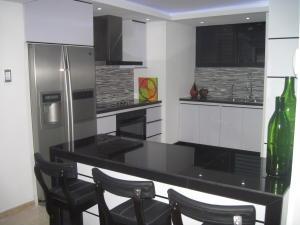 Apartamento En Venta En Maracaibo, Tierra Negra, Venezuela, VE RAH: 16-5356
