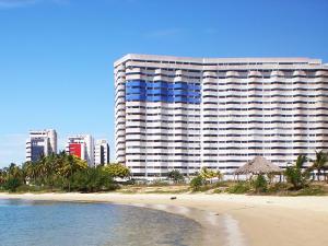 Apartamento En Venta En Margarita, Costa Azul, Venezuela, VE RAH: 16-6452