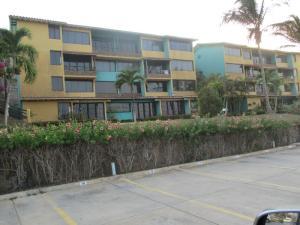 Apartamento En Venta En Margarita, Pampatar, Venezuela, VE RAH: 16-5389