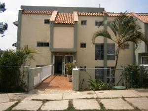 Townhouse En Venta En San Antonio De Los Altos, La Arboleda, Venezuela, VE RAH: 16-5872