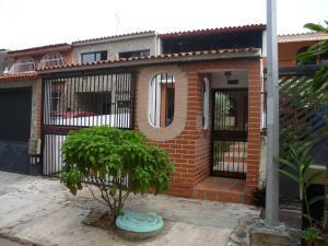 Casa En Venta En Valencia, El Bosque, Venezuela, VE RAH: 16-5402