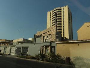 Apartamento En Venta En Maracay, San Jacinto, Venezuela, VE RAH: 16-5431