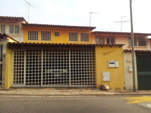 Casa En Venta En Caracas, Santa Ines, Venezuela, VE RAH: 16-5439