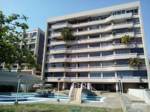 Apartamento En Venta En Catia La Mar, Playa Grande, Venezuela, VE RAH: 16-5474