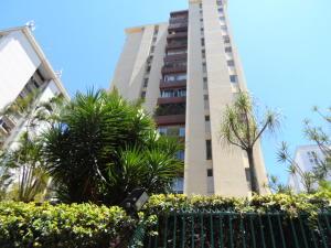 Apartamento En Venta En Caracas, Terrazas Del Club Hipico, Venezuela, VE RAH: 16-5497