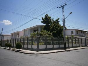 Casa En Venta En Maracay, Andres Bello, Venezuela, VE RAH: 16-5513