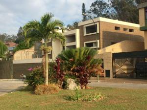 Casa En Venta En Caracas, La Lagunita Country Club, Venezuela, VE RAH: 16-5600